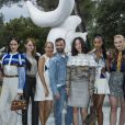 Ruth Negga, Jennifer Connelly, Emma Stone, Sienna Miller, Nicolas Ghesquière, Doona Bae, Laura Harrier, Sophie Turner et Justin Theroux - Greeting Front au défilé de la collection croisière Louis Vuitton 2019 dans les jardins de la fondation d'art Maeght à Saint-Paul-De-Vence, France, le 28 mai 2018.