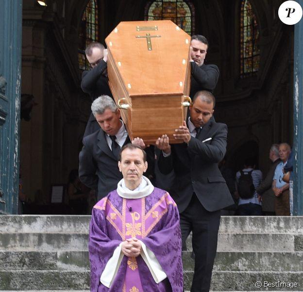 Sortie des obsèques de Pierre Bellemare à l'église Saint-Roch de Paris, France, le 31 mai 2018.