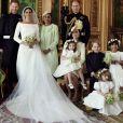 Le prince Harry et la duchesse Meghan de Sussex (Meghan Markle), photo officielle de leur mariage le 19 mai 2018 réalisée au château de Windsor par Alexi Lubomirski. Les jeunes mariés sont ici entourés de leur famille et de leurs enfants d'honneur : (debout, de g. à dr.) Jasper Dyer, la duchesse Camilla de Cornouailles, le prince Charles, Doria Ragland, le prince William ; (rangée centrale) Brian Mulroney, le duc d'Edimbourg, la reine Elizabeth II, la duchesse Catherine de Cambridge, la princesse Charlotte, le prince George, Rylan Litt, John Mulroney ; (au sol) Ivy Mulroney, Florence van Cutsem, Zalie Warren, Remi Litt. ©Alexi Lubomirski/PA Wire/Abacapress.com