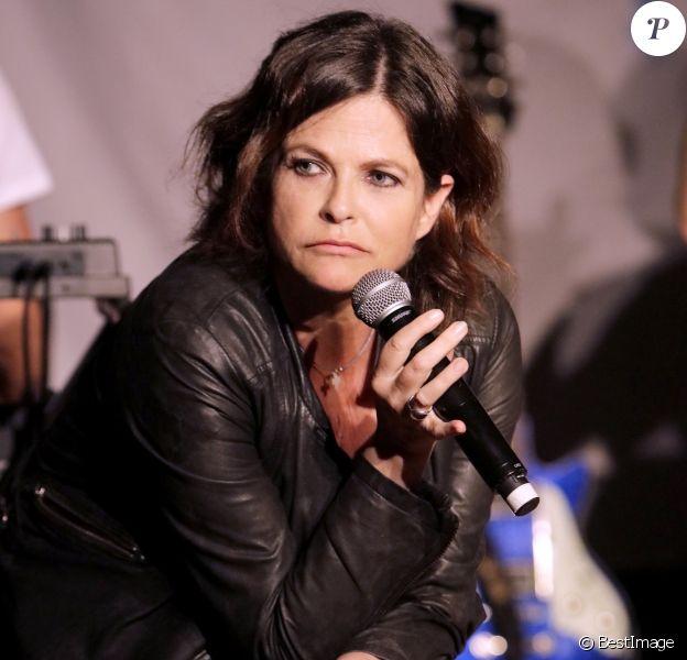 """Exclusif - Charlotte Valandrey en concert au bateau théâtre """"Le Nez Rouge"""" à Paris le 1er juin 2018. © Cédric Perrin/Bestimage"""