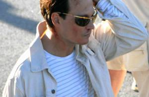 Johnny Depp la tête en sang après un accident de voiture... mais regardez la voiture !!!