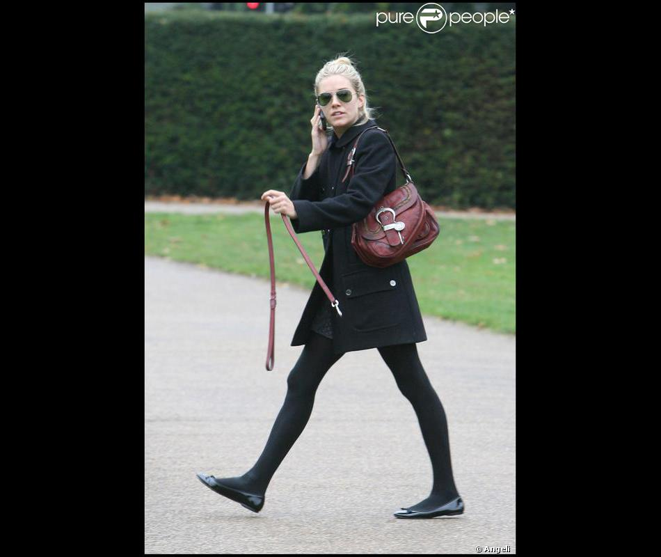 total look noir pour miller qui pose sa griffe fashion en portant un super sac sign dior. Black Bedroom Furniture Sets. Home Design Ideas