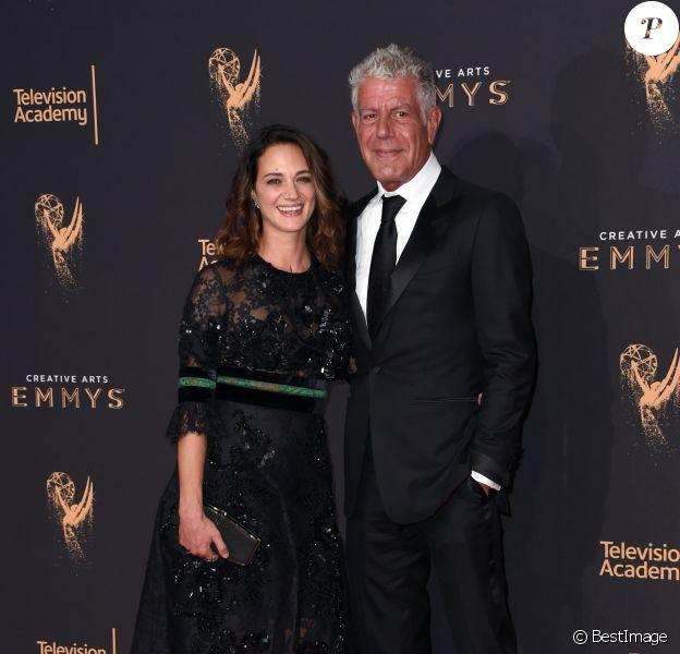 """Anthony Bourdain et Asia Argento - Les célébrités arrivent à la soirée """"Creative Arts Emmy awards"""" à Los Angeles le 9 septembre 2017. © Chris Delmas / Bestimage"""