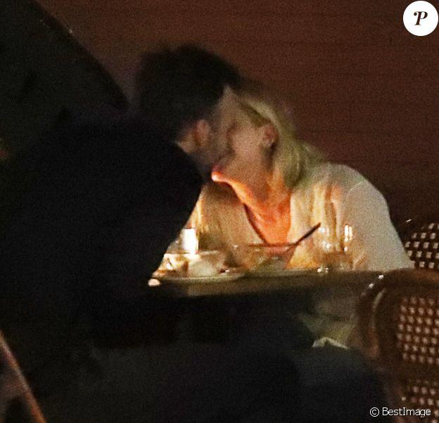 Exclusif - Jennifer Lawrence dîne avec son nouveau compagnon Cooke Maroney, et l'embrasse, à New York le 21 juin 2018.
