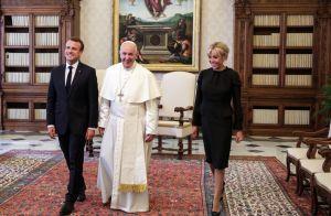 Brigitte Macron irréprochable en noir pour rencontrer le pape au Vatican