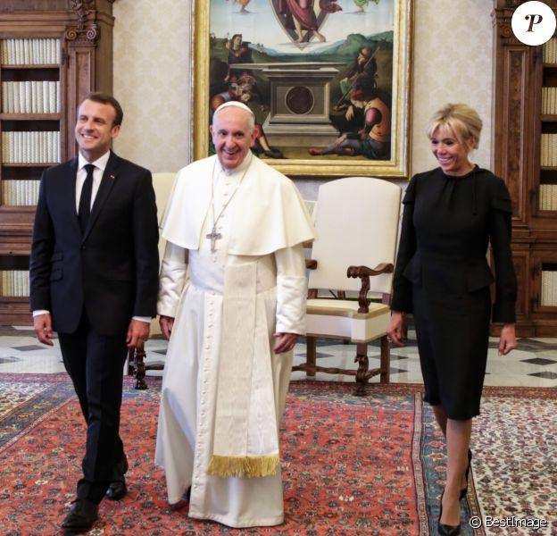 Le président Emmanuel Macron et son épouse Brigitte Macron rencontrent le pape François au Vatican le 26 juin 2018. © Cristian Gennari / Vatican Pool / Bestimage