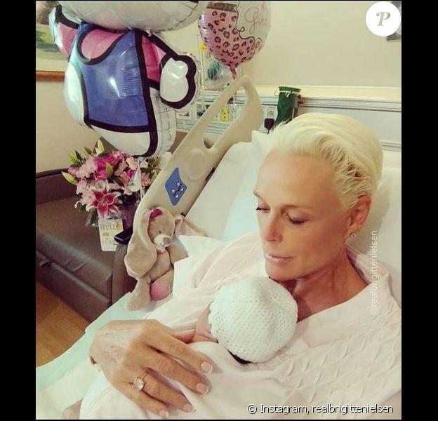Brigitte Nielsen pose avec sa petite Frida, à la maternité à Los Angeles. Juin 2018