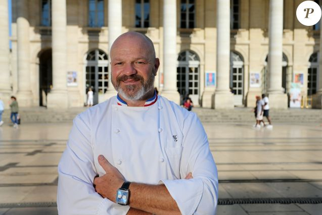 """Exclusif - Le médiatique chef Philippe Etchebest (""""Cauchemar en cuisine"""", """"Top chef"""") pose dans son restaurant le """"Quatrième Mur"""" le jour de son ouverture à Bordeaux le 8 Septembre 2015."""