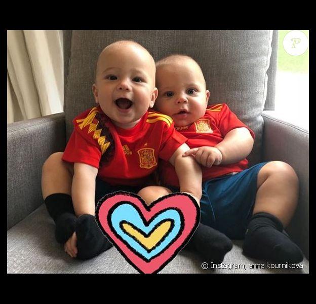 Anna Kournikova a partagé cette photo de ses jumeaux sur Instagram pour la Coupe du monde de football, le 1er juillet 2018. Ici aux couleurs de l'Espagne.
