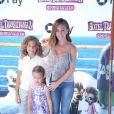 """Kendra Wilkinson et ses enfants Hank et Alijah à la première de """"Hotel Transylvania 3: Summer Vacation"""" au Regency Village à Westwood, le 30 juin 2018"""