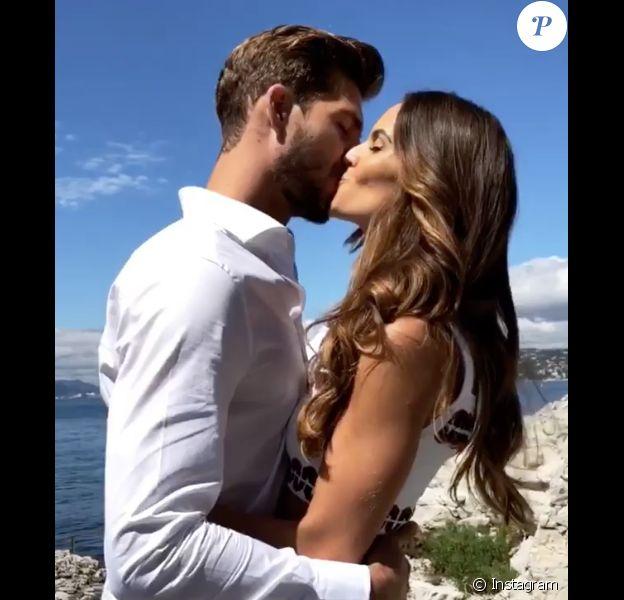 Kevin Trapp et Izabel Goulart annonçant leurs fiançailles sur Instagram. Le 5 juillet 2018.