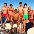 Zinedine Zidane pose avec sa femme et leurs quatre fils lors de leurs vacances à Ibiza, juillet 2017.