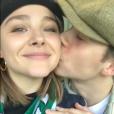 Chloe Moretz et Brooklyn Beckham à Dublin. Octobre 2017.