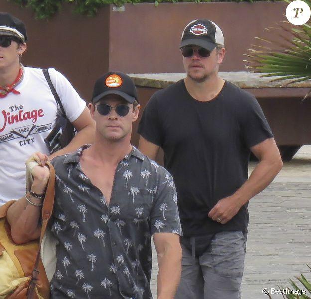 Matt Damon, Elsa Pataky avec son mari Chris Hemsworth, les enfants et des membres de leur famille en vacances à San Sebastian, le 19 juillet 2018.