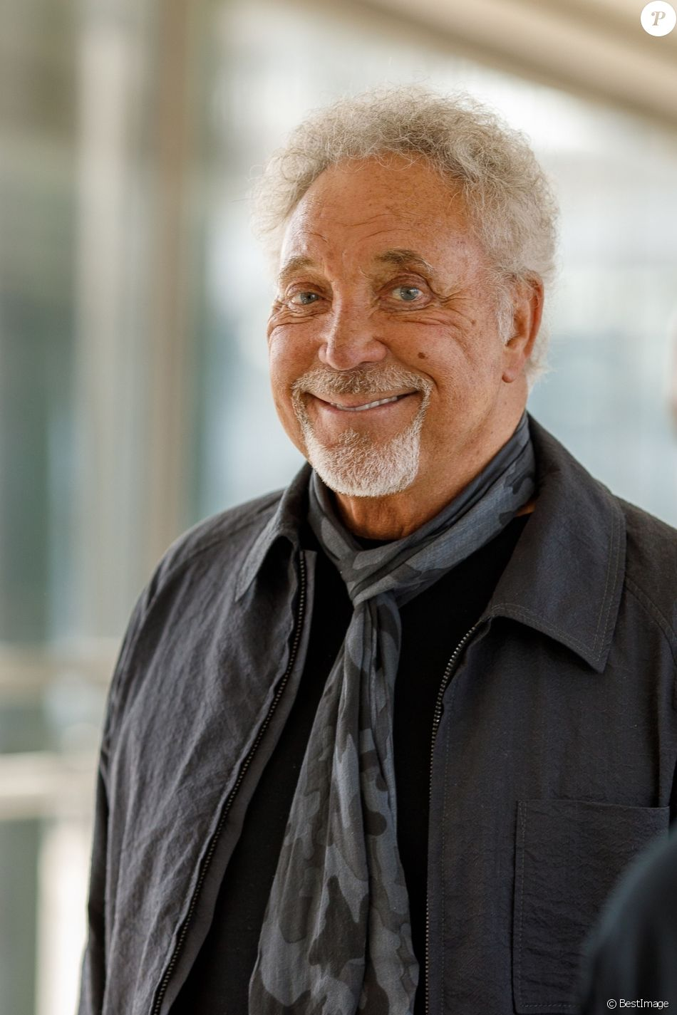 Exclusif - Tom Jones arrive à l'aéroport de Heathrow à Londres, le 6 juin 2018.