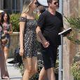 Exclusif - Robin Thicke et sa compagne April Love Geary se baladent en amoureux dans les rues de Malibu, le 9 août 2018