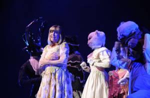 Chantal Goya : à 67 ans, elle fait fi de ses ennuis et continue... la scène !!