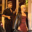 """Exclusif - Lady Gaga et son compagnon Christian Carino sont allés dîner en amoureux au restaurant """"Pétrelle"""" dans le quartier de Montmartre à Paris, le 28 août 2018."""