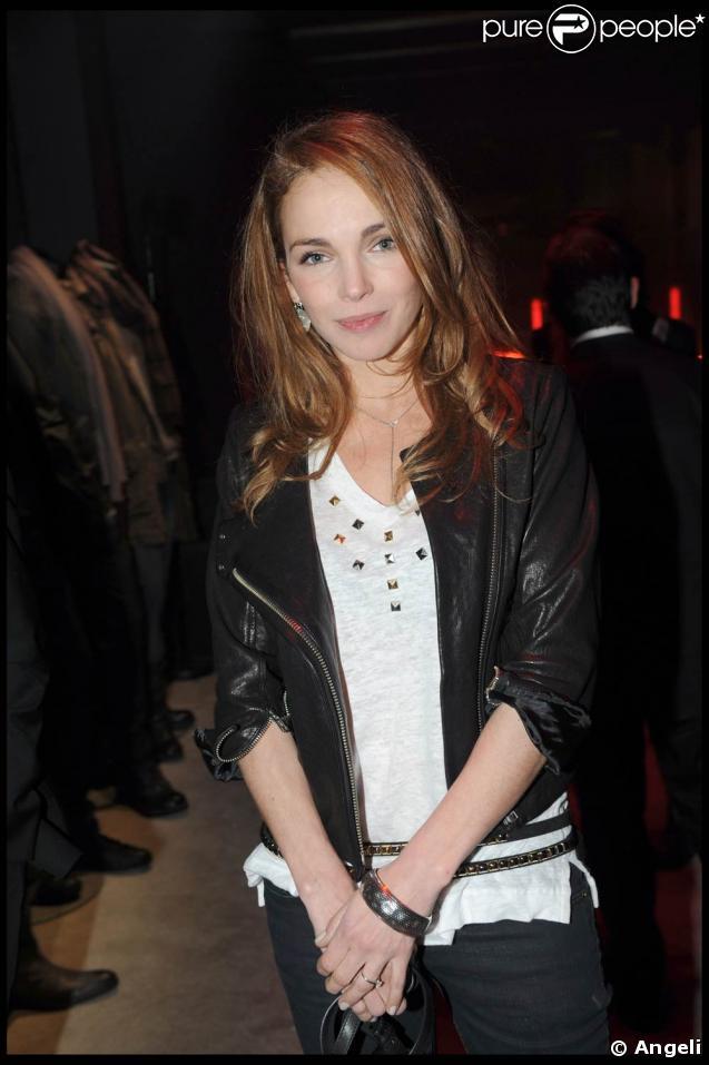 La ravissante Claire Keim, lors de la soirée-anniversaire pour les 10 ans de la collection femme de la marque IKKS, dans leur boutique rue d'Argout, à Paris, le 29 avril 2009 !