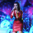 Malgré sa tenue très sage, Katy Perry n'a rien perdu de ses mimiques coquines, sur scène à Fort Lauderdale, en Floride, le 29 avril