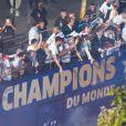 Descente des joueurs de l'équipe de France de football sur l'avenue des Champs-Elysées au lendemain de leur victoire de la Coupe du Monde 2018 en Russie. Le 16 juillet 2018.