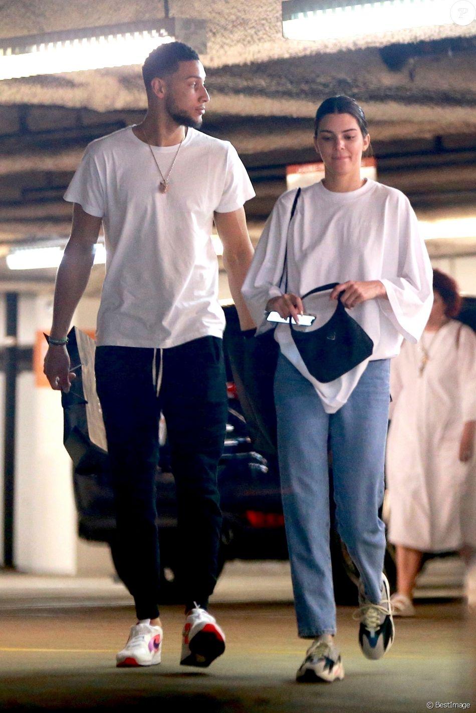 Exclusif - Kendall Jenner et son nouveau compagnon Ben Simmon vont faire du shopping à Beverly Hills. Los Angeles, le 9 juin 2018.