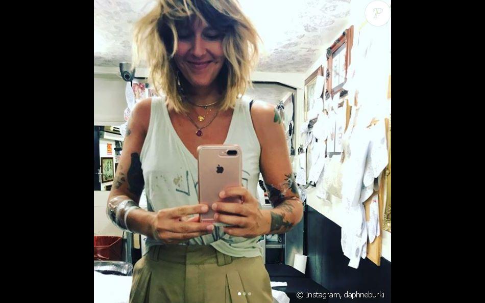 Daphné Bürki s'est rendue dans un salon de tatouages de Londres, le  Tattoo 13 in Soho. Instagram, août 2017.