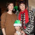 Sara Giraudeau avec sa fille Mona Hubert et sa mère Anny Duperey - Grand rendez-vous national des Pères Noël verts du Secours Populaire pour le lancement des tournées solidaires France, Europe et monde en présence des marraines et parrains et des membres du Club des partenaires solidaires au Musée des Arts Forains à Paris.