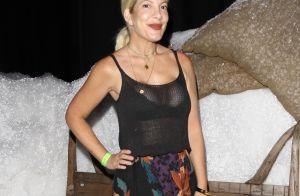 Tori Spelling : Top transparent et large sourire pour la star amincie