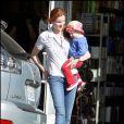 Marcia Cross et l'une de ses jumelles font du shopping entre filles à Santa Monica