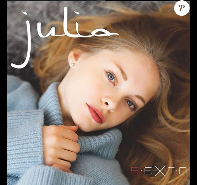 "Julia sur la couverture de son premier single ""S.E.X.T.O""."