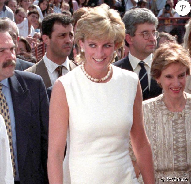 Lady Diana le 12 juin 1997 lors d'une conférence de la Royal Geographical Society contre les mines anti-personnel.