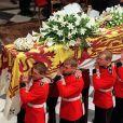 Le cercueil de Lady Diana lors de ses obsèques en l'abbaye de Westminster le 6 septembre 1997 à Londres.