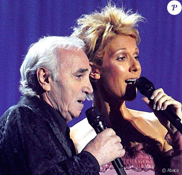 Céline Dion en duo avec Charles Aznavour à la télévision en 2003.