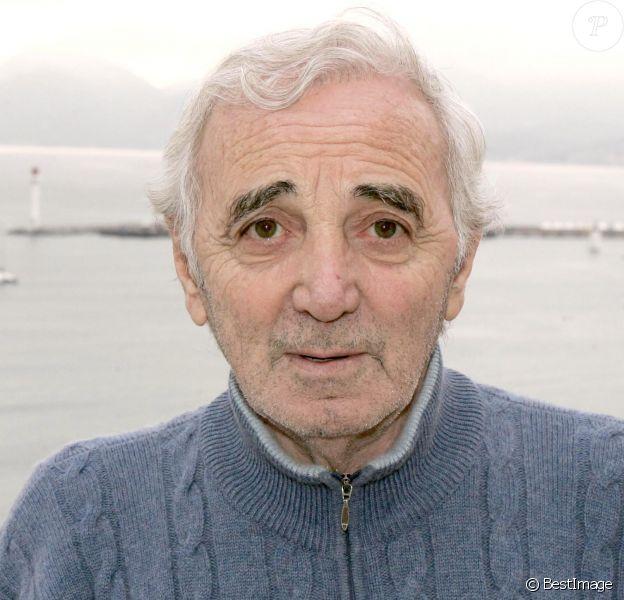 Charles Aznavour et sa fille Katia à Cannes, le 3 décembre 2004.