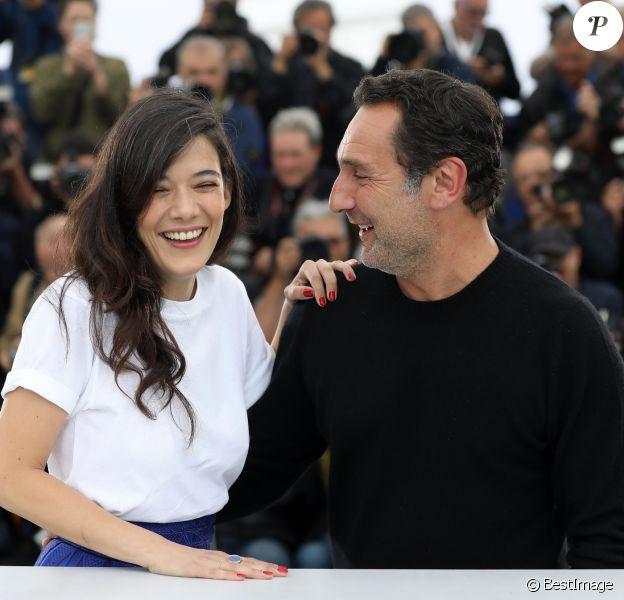 """Mélanie Doutey et Gilles Lellouche - Photocall du film """"Le grand bain"""" au 71ème Festival International du Film de Cannes, le 13 mai 2018. © Borde / Jacovides / Moreau / Bestimage"""