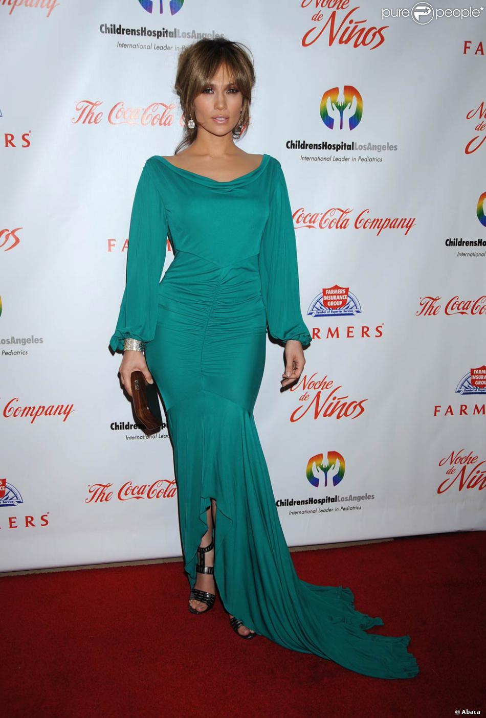 Jennifer Lopez était sublime dans une robe fluide qui mettait en valeur ses courbes voluptueuses ...