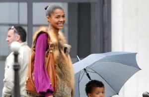 La chanteuse Ayo voit la vie en couleurs avec son chéri... et son fils ! Regardez !