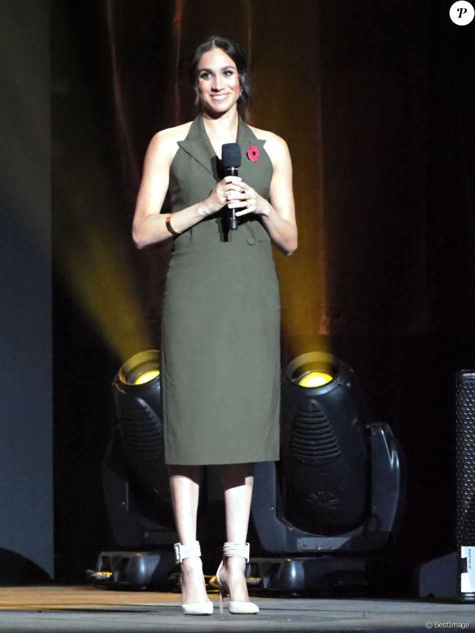 Meghan Markle, duchesse de Sussex, enceinte, fait un discours lors de la cérémonie de clôture des Invictus Games 2018 à Sydney, le 27 octobre 2018.