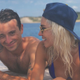 Hugo Clément et Alexandra Rosenfeld complices à la plage, 28 août 2018, Instagram