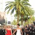 Elizabeth Banks et Aishwarya Rai montent les marches du Palais des festivals, à Cannes. 13/05/09