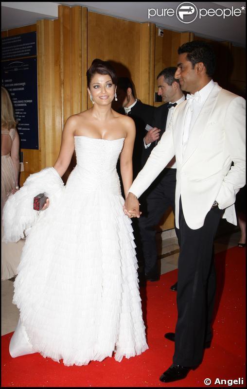 Aishwarya Rai et son mari Abhishek Bachchan lors du dîner de la cérémonie d'ouverture du 62e Festival de Cannes le 13 mai 2009