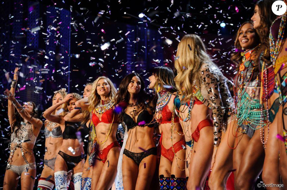 Stella Maxwell, Elsa Hosk, Lily Aldridge, Alessandra Ambrosio, Jasmine Tookes - Défilé Victoria's Secret 2017 à Shanghaï, le 20 novembre 2017.
