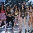 Yasmin Wijnaldum, Barbara Palvin, Winnie Harlow, Sui He, Bella Hadid et Lameka Fox lors du défilé Victoria's Secret au Pier 94 à New York City, le 8 novembre 2018. © Morgan Dessalles/Bestimage
