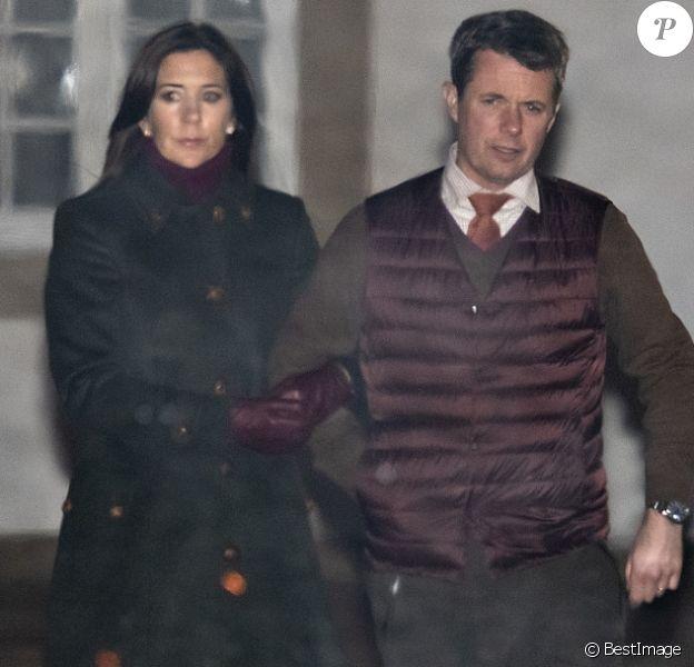 La princesse Mary se joignait au prince héritier Frederik et à la reine Margrethe II de Danemark le 13 novembre 2018 sur le domaine du palais de Fredensborg lors de la cérémonie officielle de présentation du gibier tué après la chasse royale organisée dans la forêt de Gribskov.