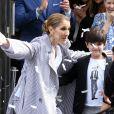 La chanteuse canadienne Céline Dion quitte Paris pour partir en vacances après sa tournée en Europe à guichets fermés. Céline Dion et ses jumeaux, Eddy et Nelson, ont reçu une pluie de confettis avant de monter dans leur voiture à la sortie de l'hôtel Royal Monceau, à Paris, France, le 10 août 2017 © Agence/Bestimage