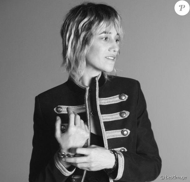 Charlotte Gainsbourg figure sur la nouvelle campagne publicitaire de Saint Laurent. Saison printemps 2019.