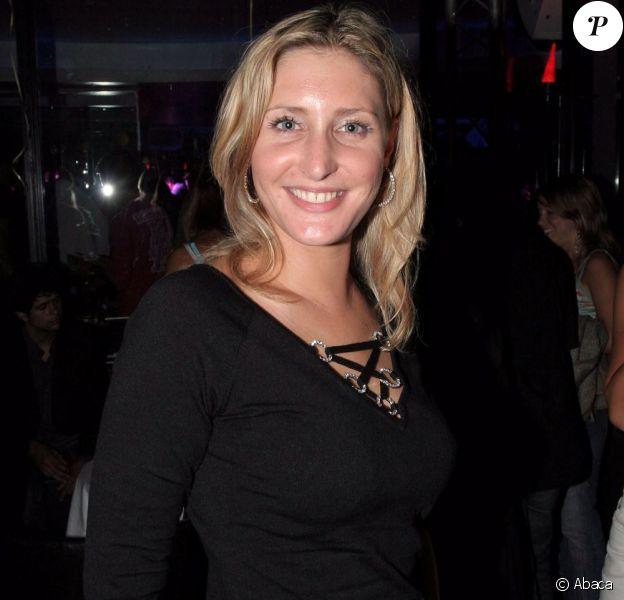Adeline Toffoli, de Mon incroyable fiancé, à la fête d'anniversaire de Gérard Louvin, à Paris, le 5 septembre 2005.