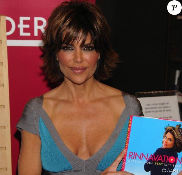 Lisa Rinna présente son livre Rinnavation: Getting Your Best Life Ever. Son mari Harry Hamlin est là pour l'accompagner. 19/05/09