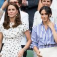 Kate Middleton, duchesse de Cambridge, et Meghan Markle, duchesse de Sussex, à Wimbledon le 14 juillet 2018.